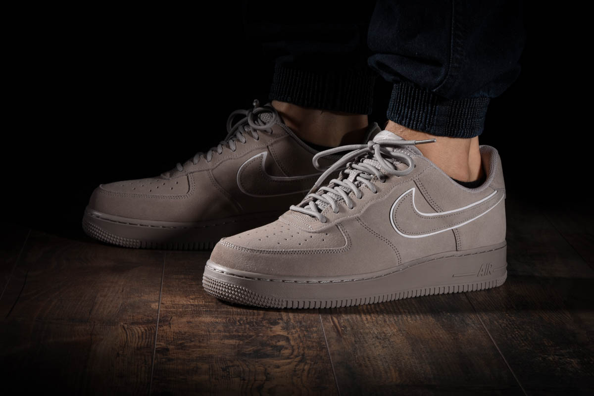 NIKE AIR FORCE 1 '07 LV8 SUEDE